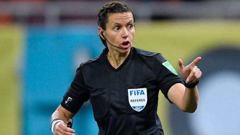 Изцяло женска съдийска бригата ще ръководи мача на Англия