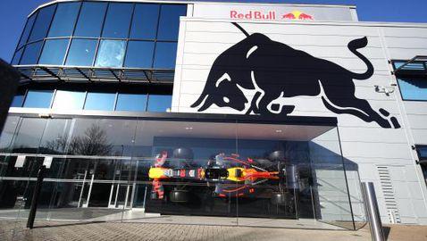 Ред Бул официално остават с двигатели Хонда и след оттеглянето на японците от Формула 1
