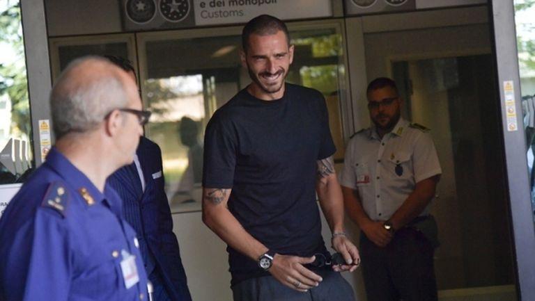 Бонучи пристигна с усмивка в Торино и мина успешно прегледите