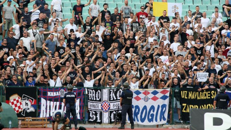 Полицията се отчете: 20 задържани хърватски фенове и два недопуснати микробуса