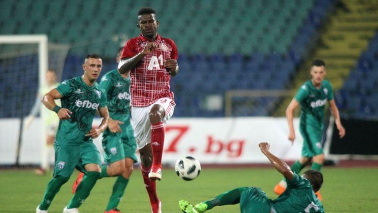 """Защитник на """"червените"""" се контузи часове преди мача с Копенхаген"""
