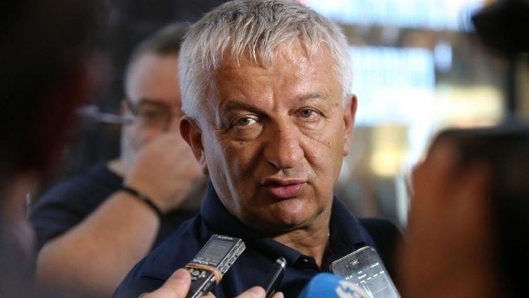 """Христо Крушарски """"громи"""" феновете с дълго писмо"""