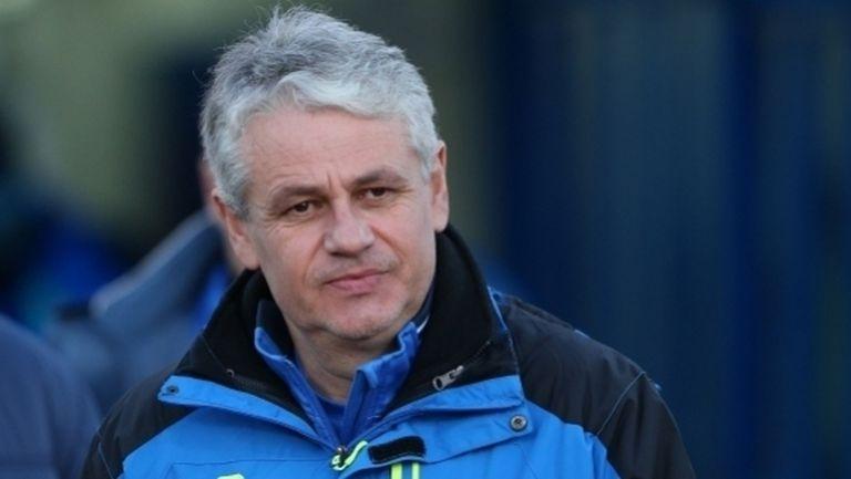 Бивш треньор на Левски и Лудогорец е вариант за заместник на Балъков в Етър