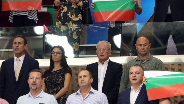 Румен Радев вика за България срещу Финландия във Варна (видео)