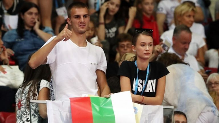 Играчи на ЦСКА-София подкрепят гимнастичките в залата (снимки)