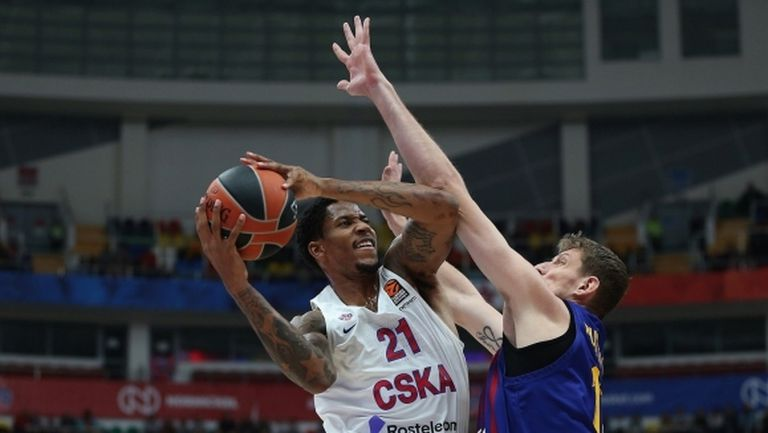 ЦСКА (М) смачка Барса на старта в Евролигата