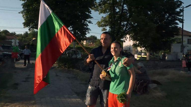 Боксьорът Радо Панталеев понесе знамето и посрещна Ивет Горанова