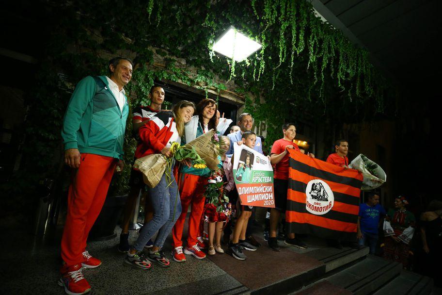 Олимпийската шампионка по бокс Стойка Кръстева се прибра след големия триумф в Токио