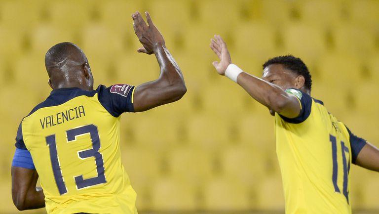 Еквадор помете Боливия с три гола за пет минути, Перу пречупи Чили