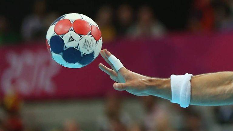 Шумен-61 започна с убедителна победа защитата на титлата си в мъжкото хандбално първенство