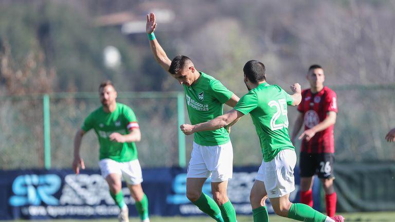 Дюлгеров с глава вкара трети гол за Пирин срещу Локо Сф