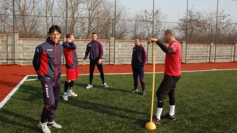 Шестима нови футболисти започнаха с Кариана