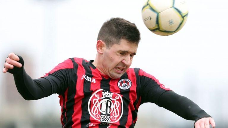 Кариана удари Локомотив (София), Дани Златков дебютира