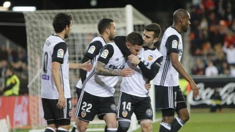 Валенсия триумфира в дербито с Леванте, съдията опорочи мача