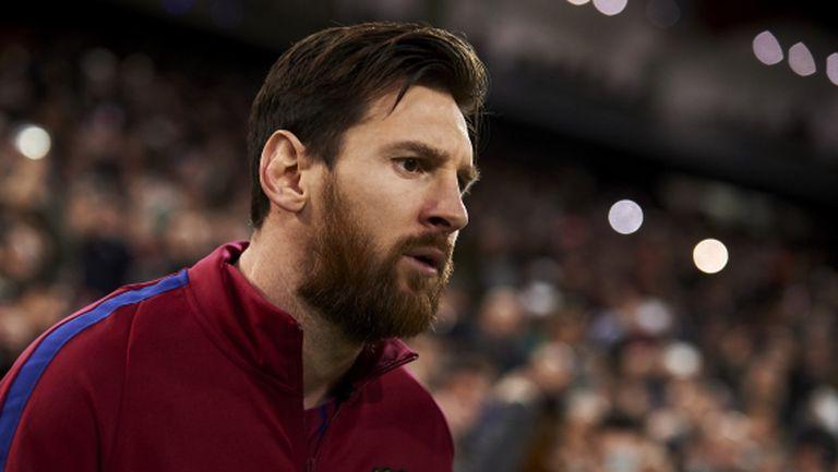 Шефът на аржентинския футбол: Говорим с Меси да играе по-малко за Барселона