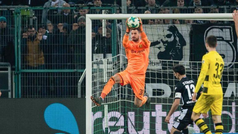 """""""Железен"""" вратар, прекрасен гол и много късмет помогнаха на Дортмунд (видео)"""
