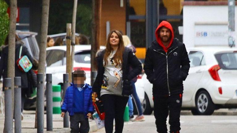 Меси разходи бременната си съпруга