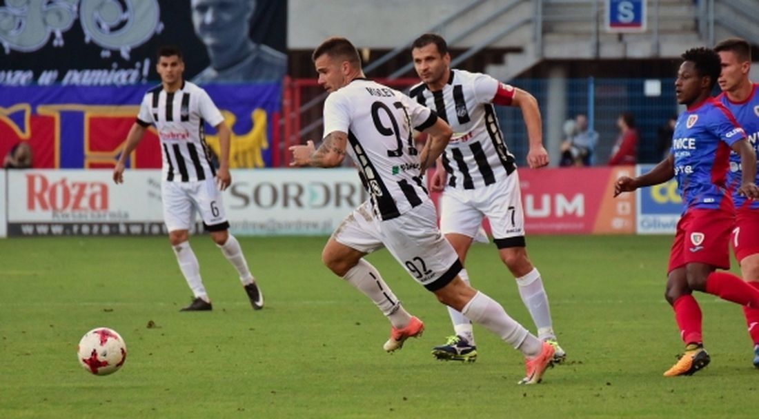 Бившият клуб на Шверчок предложи сериозна сума за български нападател