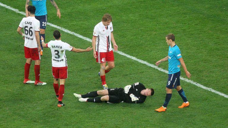 Занев и Амкар отказаха Зенит от титлата след мач с 3 червени картона