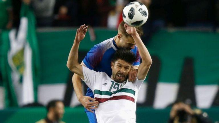 Ейолфсон игра едно полувреме при тежка загуба на Исландия (видео)