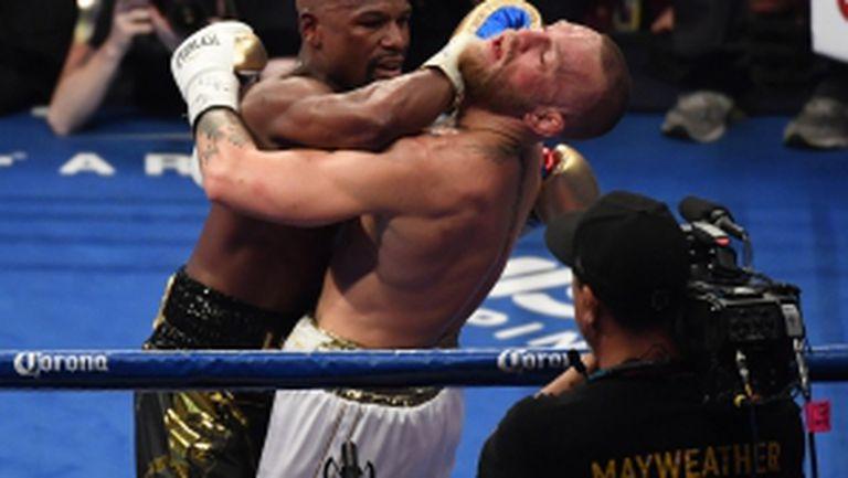 Флойд Мейуедър спечели Битката на годината, след като победи с технически нокаут Конър Макгрегър в 10-ия рунд