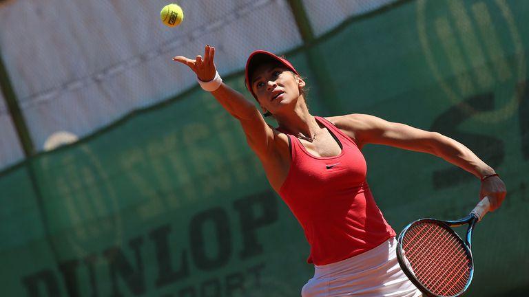 Вангелова загуби на сингъл, но продължава на четвъртфиналите на двойки в Дания
