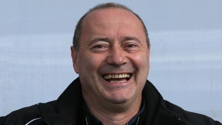 Емил Велев: Всеки българин ще се справи по-добре от Роси