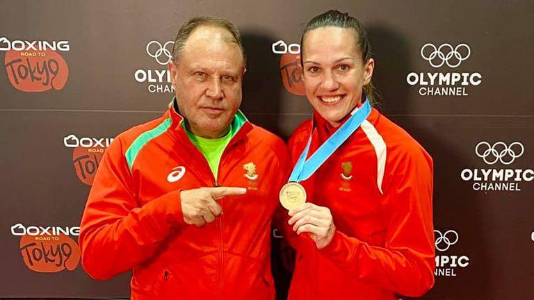 Националките показаха медалите преди завръщането от Париж