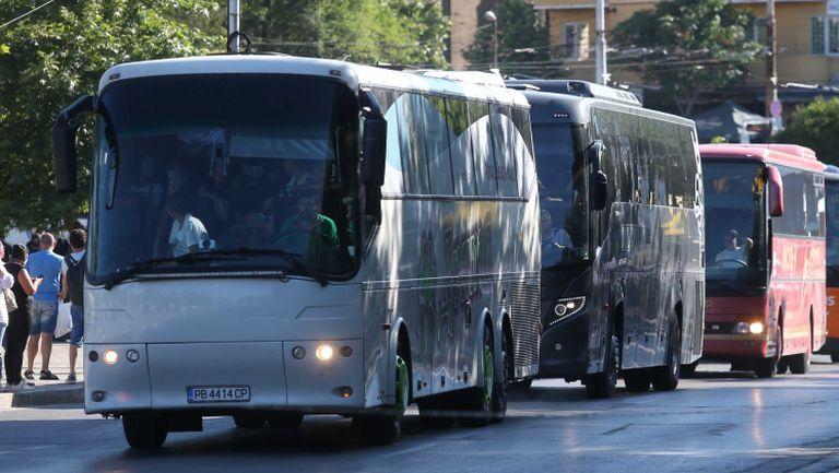 Феновете на Локо (Пд) пристигат в София с десетки автобуси