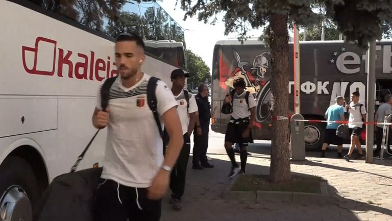 Играчите на ЦСКА-София и Локо (Пловдив) пристигнаха на Националния стадион