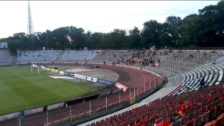 """Атмосферата на """"Българска армия"""" половин час преди сблъсъка между """"червените"""" и Лудогорец"""