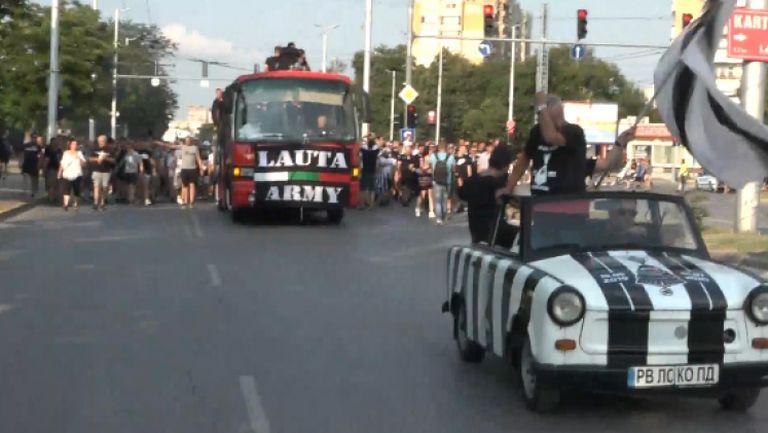 Шествието на Локо Пд се пренесе по големите булеварди на града и наближава центъра
