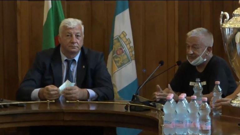 Кметът обеща скоро да стартират строителството на стадионите в Пловдив
