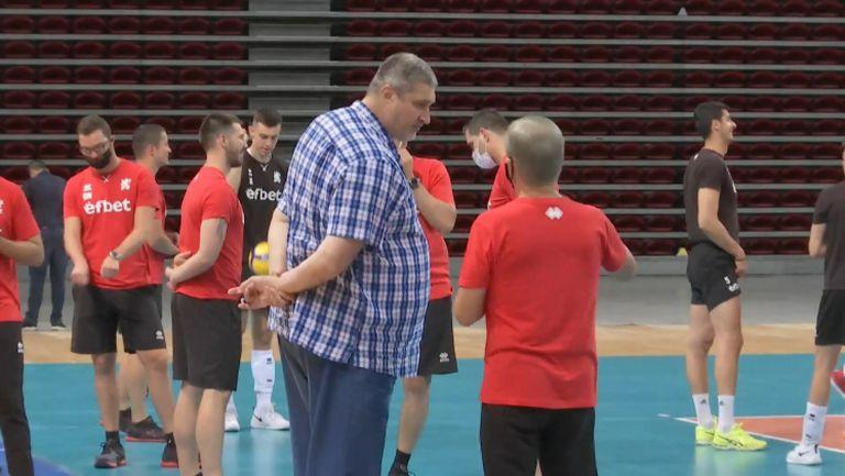 Любо Ганев гледа първата тренировка на Пранди в София