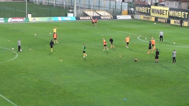 Ботев (Пловдив) посреща Етър в среща от плейофите за седмото място в Първа лига
