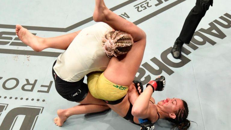Красавицата Пейдж ВанЗант загуби последната си среща в UFC (видео)