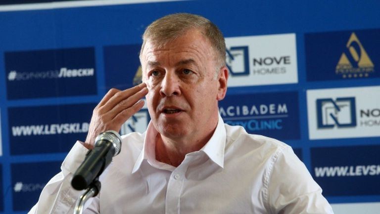 Сираков не отишъл на среща с футболистите
