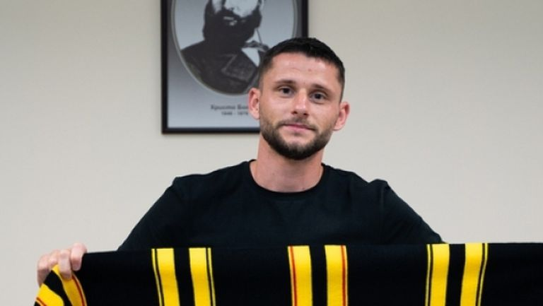 Ботев (Пд) представи защитник от Северна Македония
