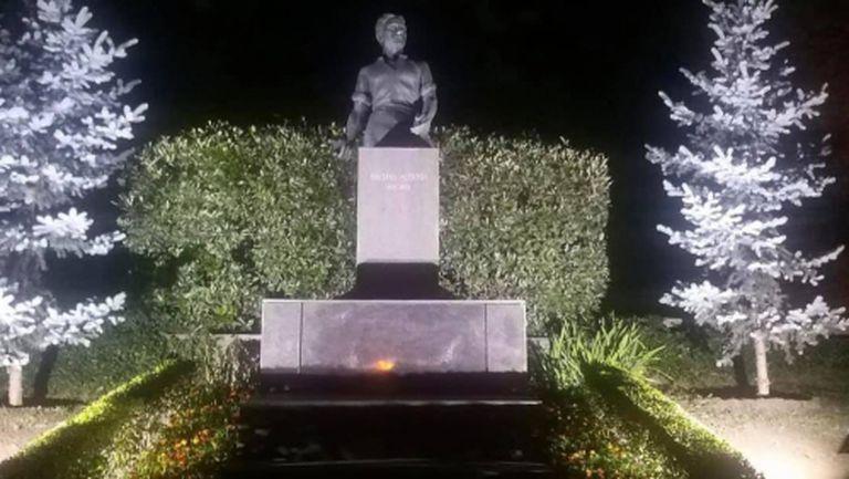 Фенове на Локо (Пд) поставиха осветление на паметника на Левски