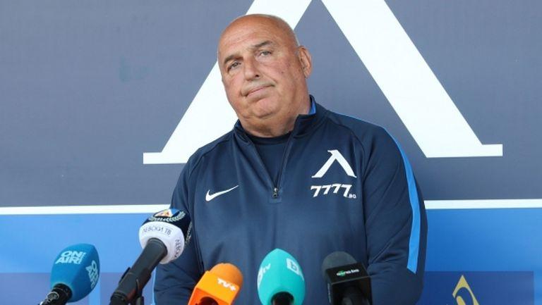 Гошо Тодоров: Играчите в момента мислят дали да останат, само с юноши няма да стане (видео)