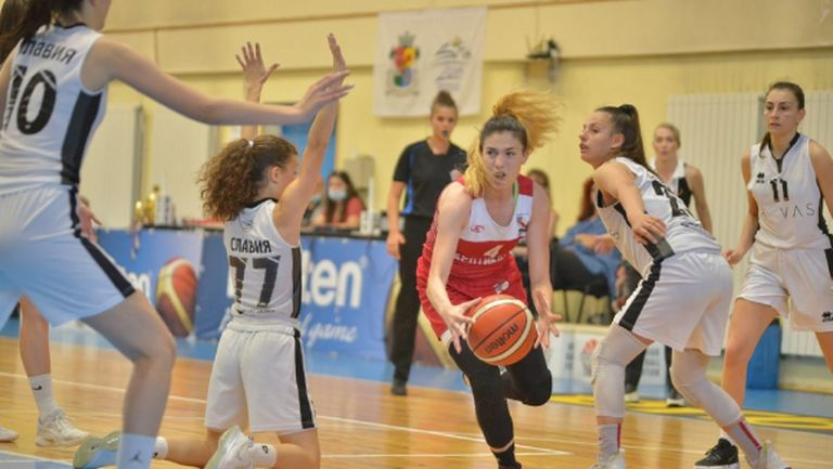 15 баскетболистки събира Таня Гатева за лагер в Кранево
