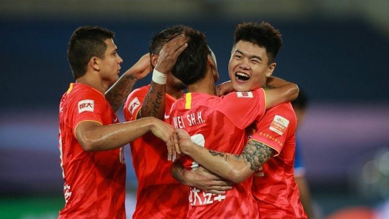 Гуанджоу започна с победа защитата на титлата си