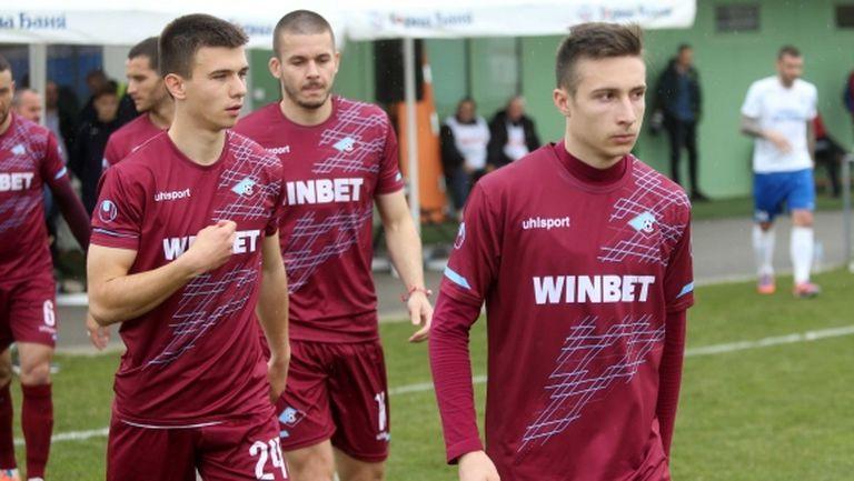 Още един български клуб е поразен от COVID-19, отборът спря с тренировките