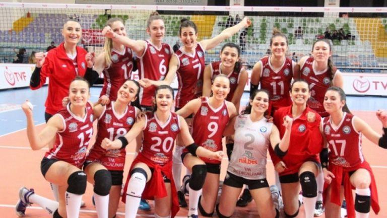 И турски тим под карантина заради заразени волейболистки