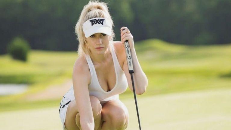 Най-сексапилната голфърка приковава погледите в черно и бяло (снимки)