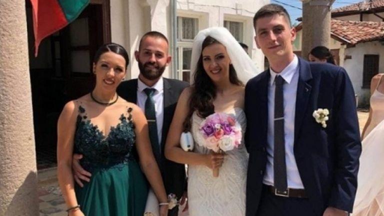 Романтично предложение по време на сватба