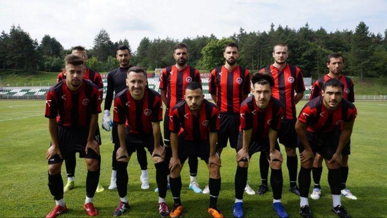 Локо (Мездра) картотекира 19 футболисти за новия сезон