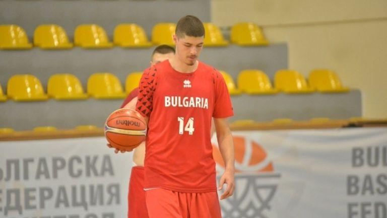 Георги Младенов извика 16 играчи за подготовка при младежите U20