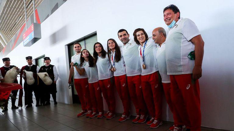 Триумфално посрещане за женския отбор по борба