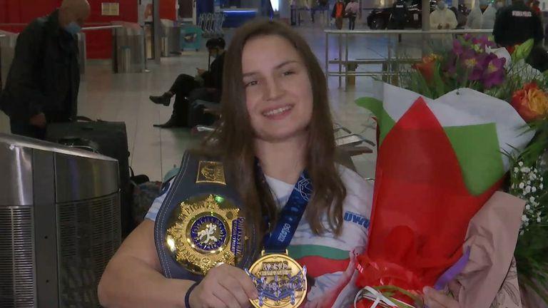 Биляна Дудова се прибра след завоюваната световна титла